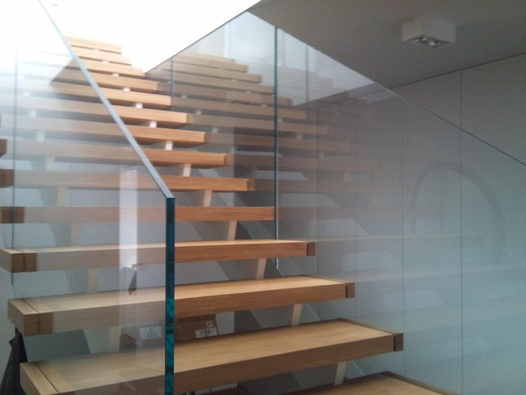 Balustrada szklana w prywatnym domu, szkło jasne 15 mm