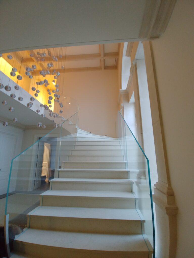 Balustrada szklana, szkło bezpieczne laminowane, szkło gięte na łuku (002)