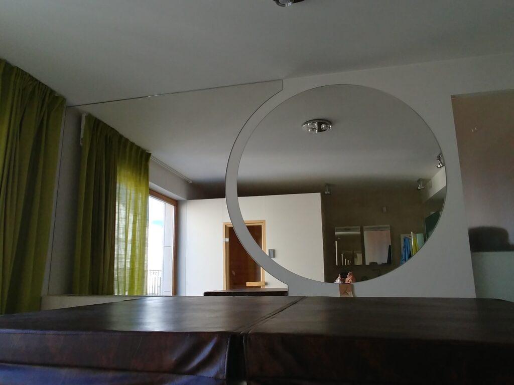 Składanka z lustrem okrągłym