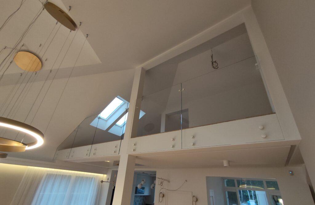 Balustrada w budynku mieszkalnym (001)