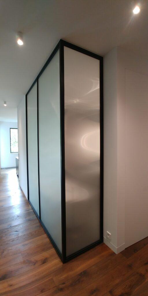 ścianka loft ze szkłem ornamentowym
